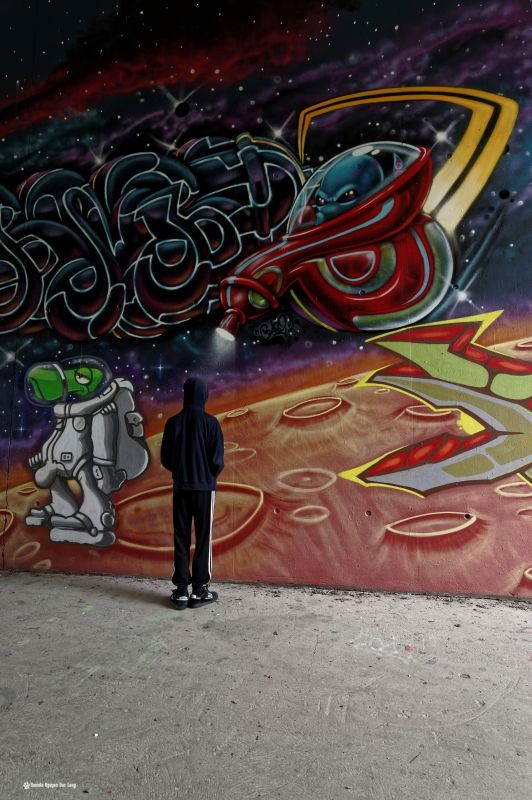 Tom flashé par navette extra terrestere tunnel A10, street art