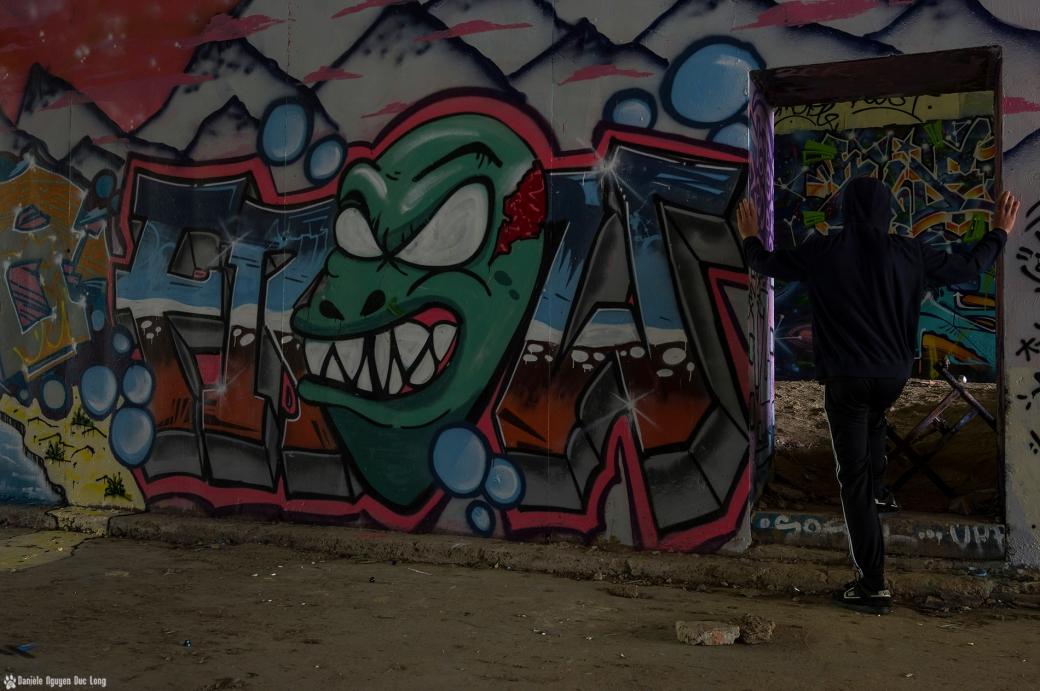 tunnel A10 dent longue Tom , street art