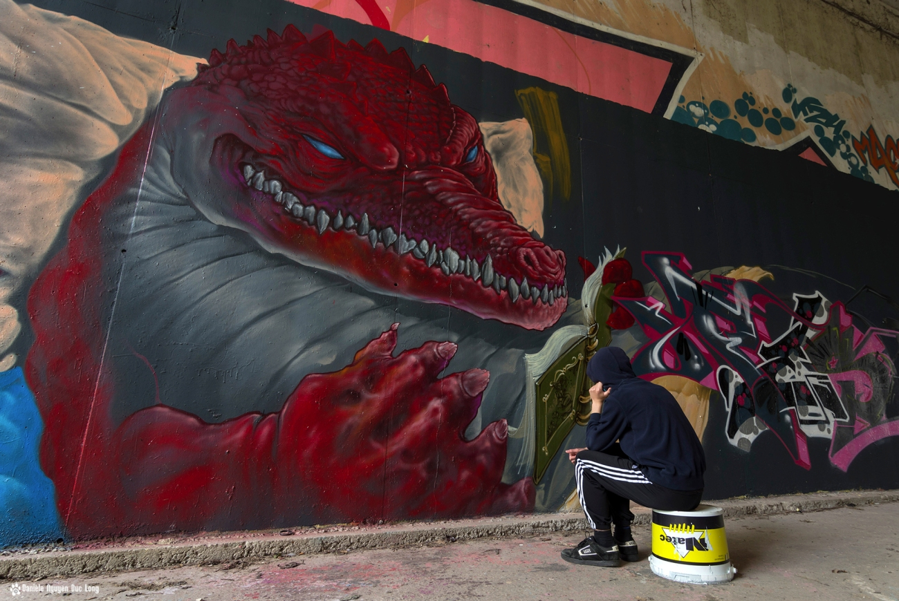tunnel A10 dino histoire à Tom , street art, tags