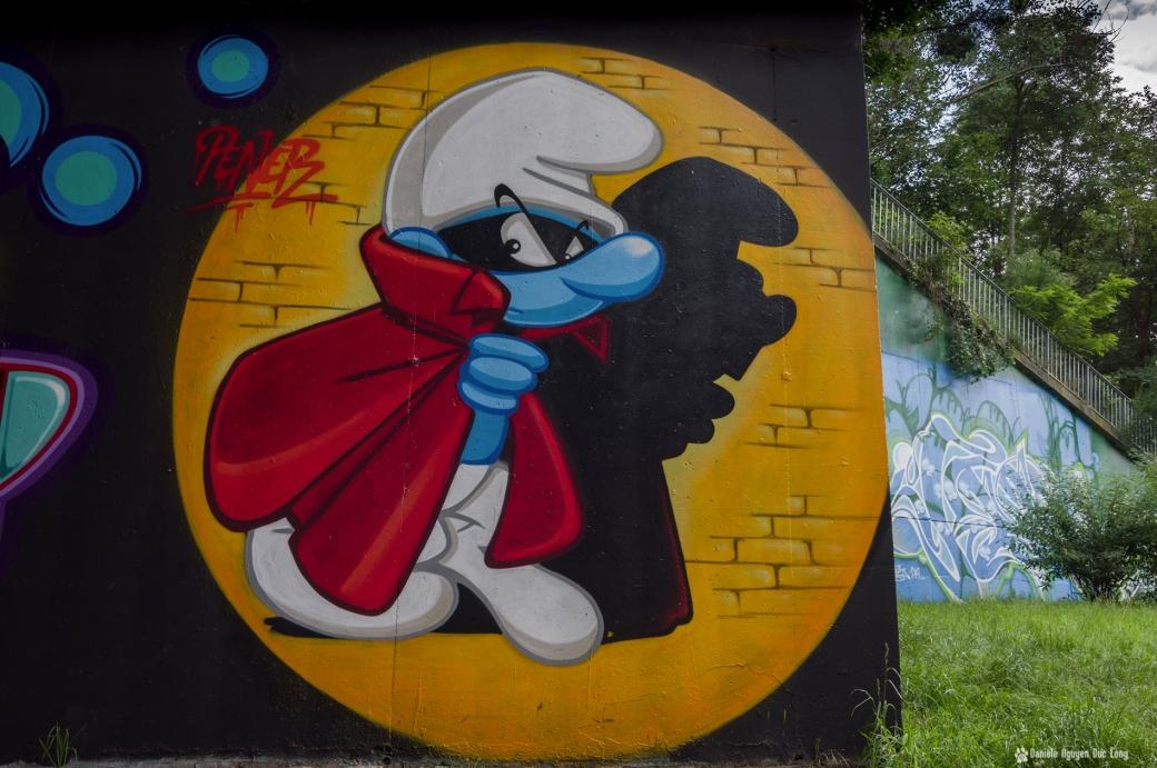 tunnel A10 schtroumph masqué , street art, tags