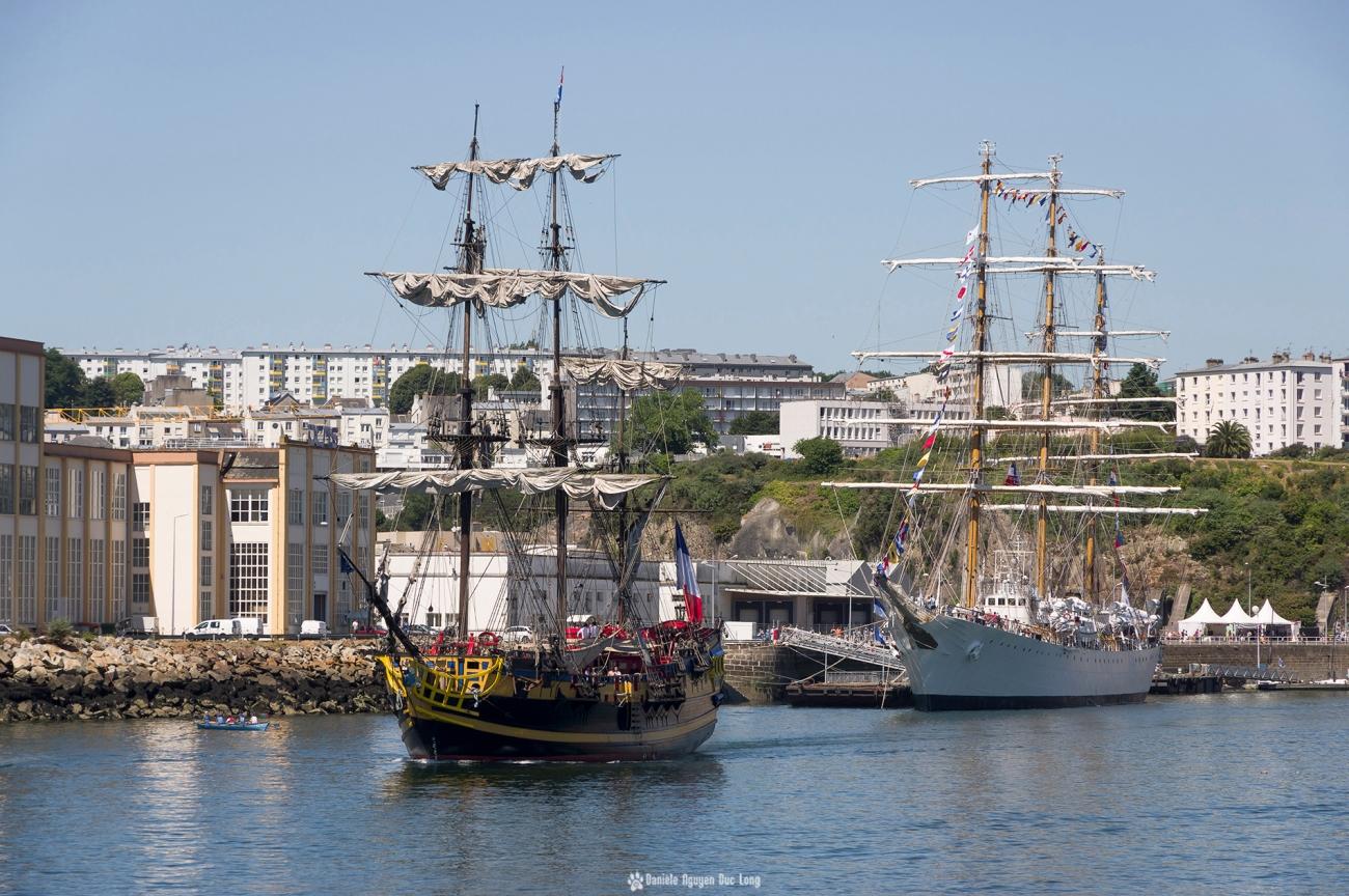 Brest 2016 l'Hermione  à la sortie de la Penfeld , Brest 2016 , Fête Maritime de Brest 2016, Bretagne, Finistère, Hermione