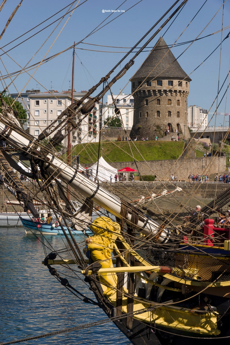 Brest 2016 Proue Hermione et Tour Tanguy, Brest 2016, Fête Maritime Brest 2016, Bretagne, Finistère,
