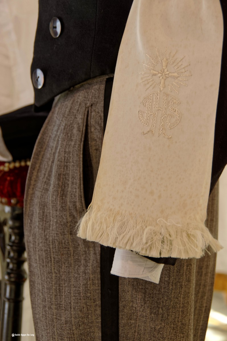écharpe costume garçon communion, Guissény, Finistère, exposition costumes communion solennelle,