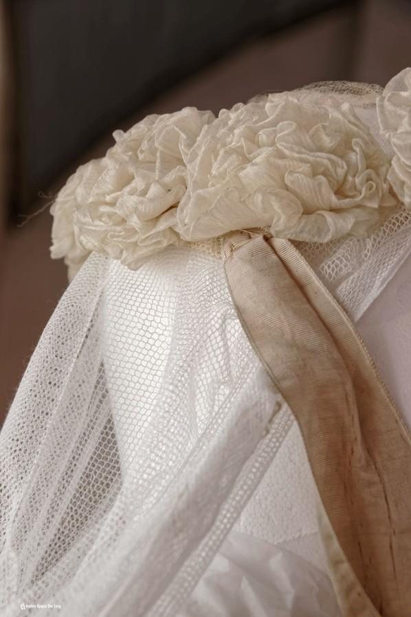 couronne satin et dentelle communion, Guissény, Finistère, exposition costumes communion solennelle,