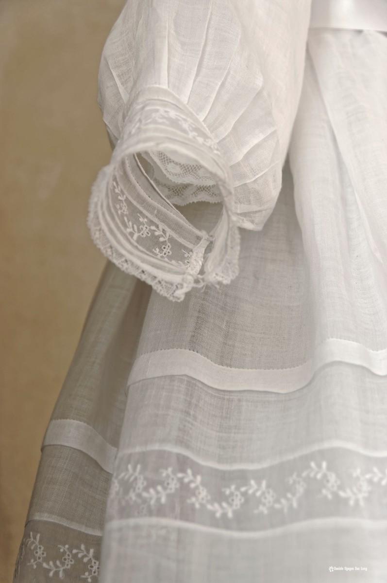 détail manche robe communion, Guissény, Finistère, exposition costumes communion solennelle,
