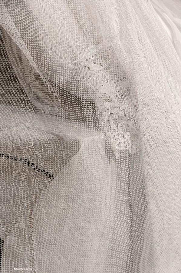 détail tulle robe communion, Guissény, Finistère, exposition costumes communion solennelle,