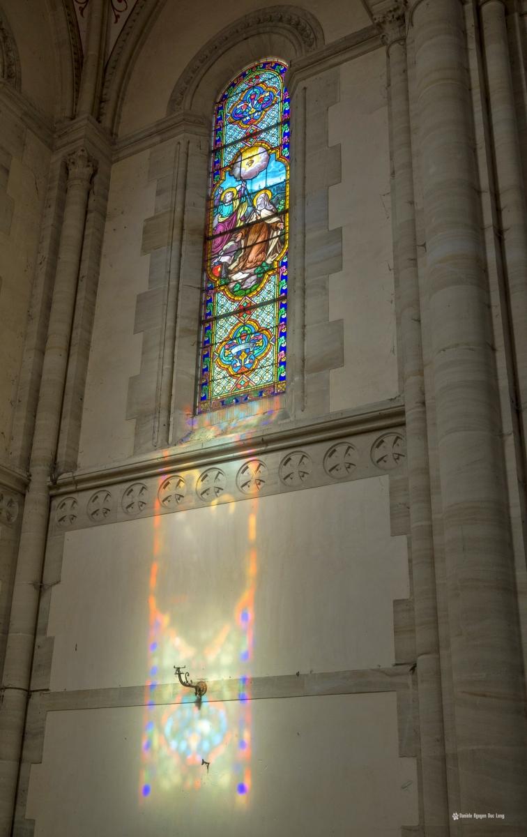 hôpital plaza église vitraux et reflets murs , urbex, exploration urbaine