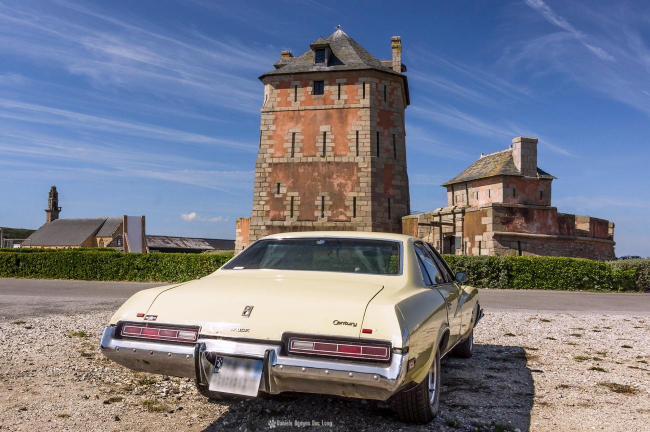 belle voiture et tour Vauban Camaret copie