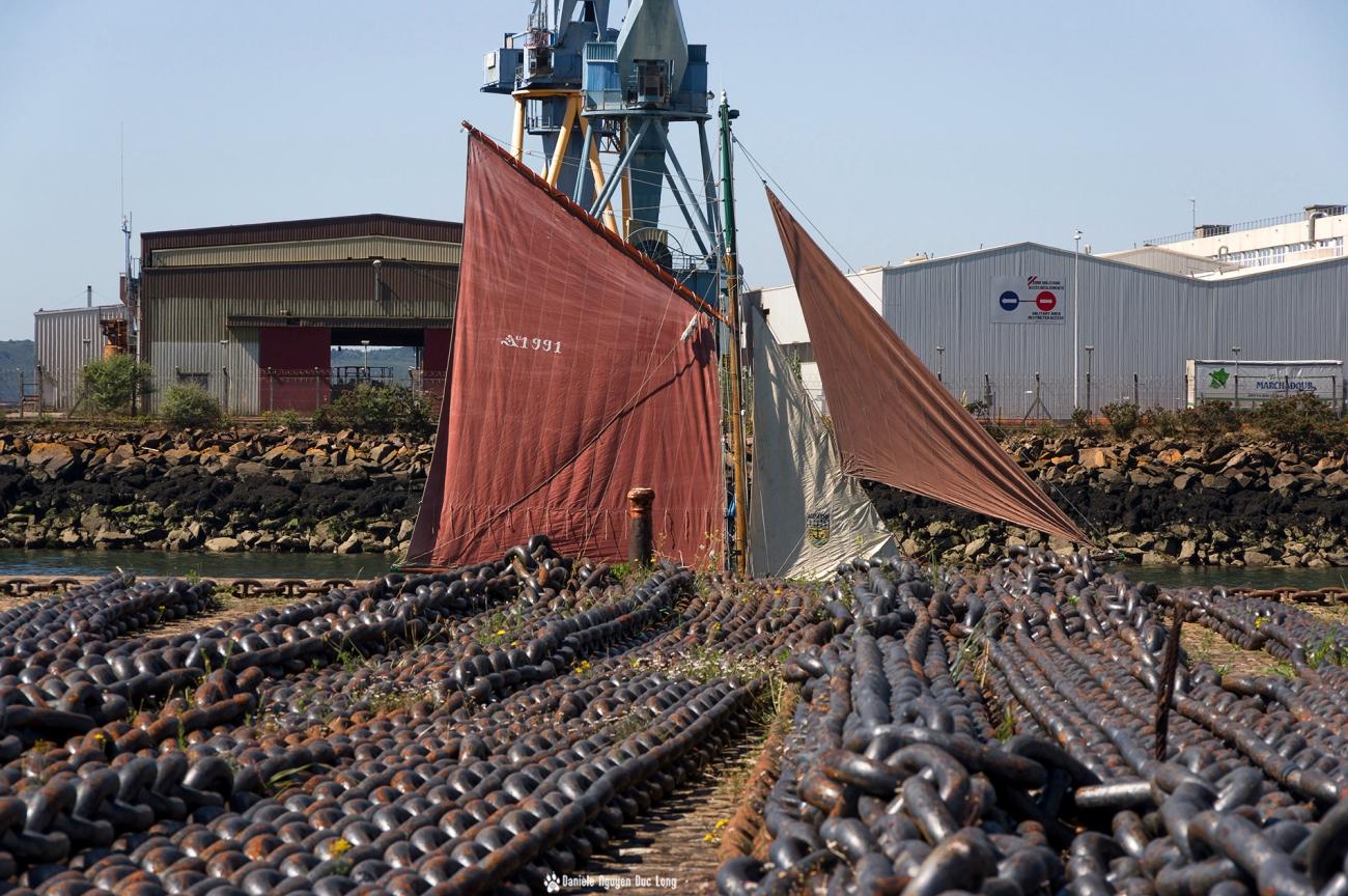 Brest 2016 voiles et chaînes d'amarrage au port sortie de la Penfeld