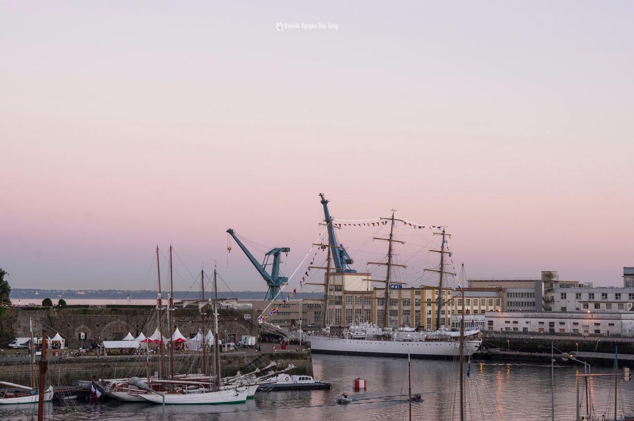 brest-2016-lumiere-rose-sur-la-penfeld-fin de journée à Brest 2016, brest-2016 ballet-dans-la-penfeld-, fêtes maritimes de Brest, Brest, Finistère, Bretagne
