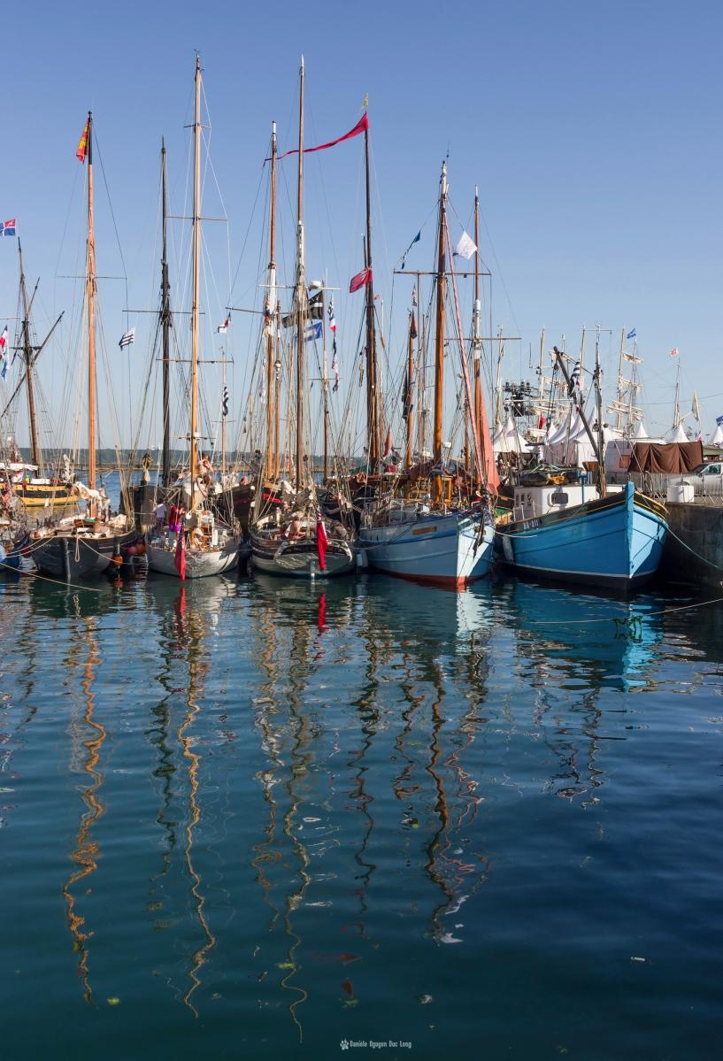 Brest 2016 reflets fin de journée dans l'eau du port , Brest 2016, Fêtes Maritimes de Brest, Bretagne, Finistère