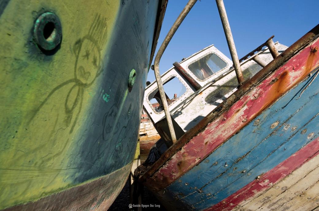 epaves-rostellec-et-petit-bonhomme-sur-coque1-copie, cimetière bateaux de Rostellec, Rostellec, Bretagne, Finistère