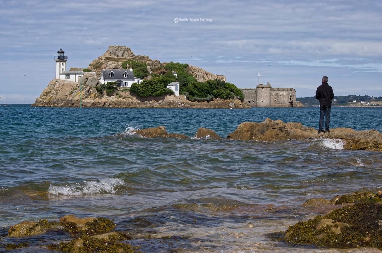 île Louët pêcheur et château du taureau, baie de Morlaix, Bretagne, Finistère, île Louët, PENTAX HD-DA 55-300 mm f/4-5.8 ED WR,
