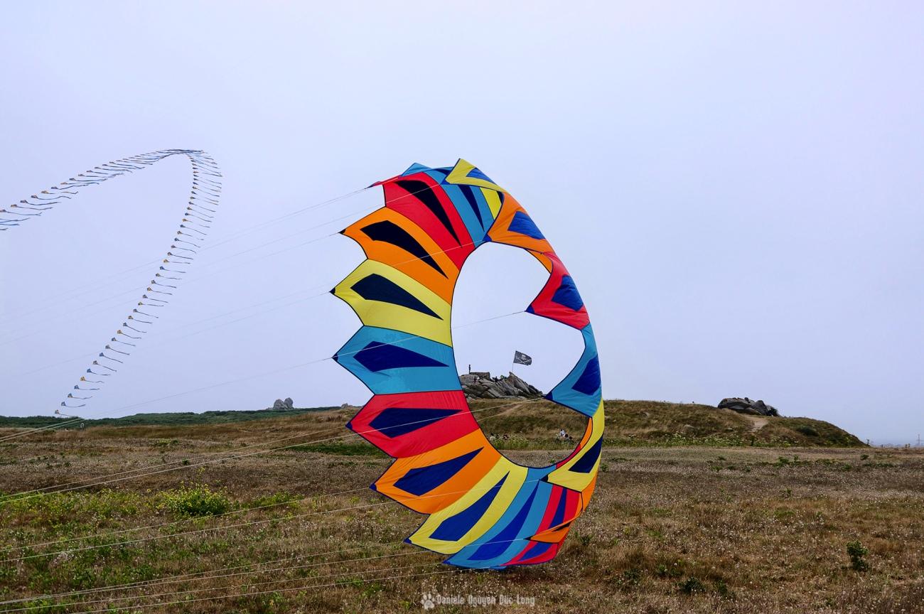cerf-volant-cercle et-ilot-pirate-, festival du vent et du cerf-volant à Porspoder, Porspoder, Bretagne, Finistère