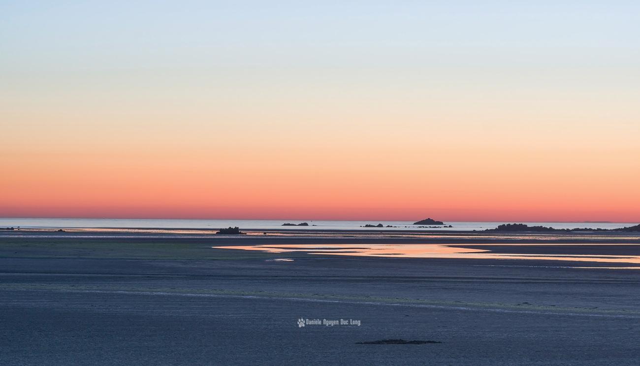 ciel-rose-au-coucher-du-soleil-en-baie-de-guisseny-maree-descendante-, Guissény, baie de Guissény, Coucher de soleil, Bretagne, Finistère
