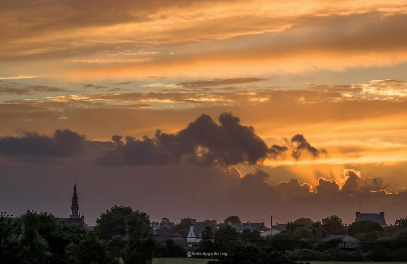 coucher-de-soleil-de-feu-sur-le-bourg-au-55_300,coucher soleil bourg de Guissény, Guissény, Bretagne, Finistère