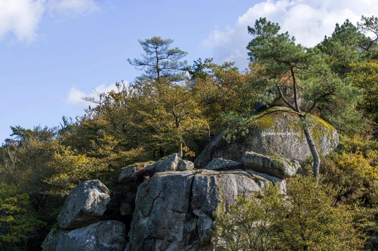 zoom sur les-roches-du-diable-vue-depuis-le-belvedere-,Guilligomarc'h, Finistère, Bretagne