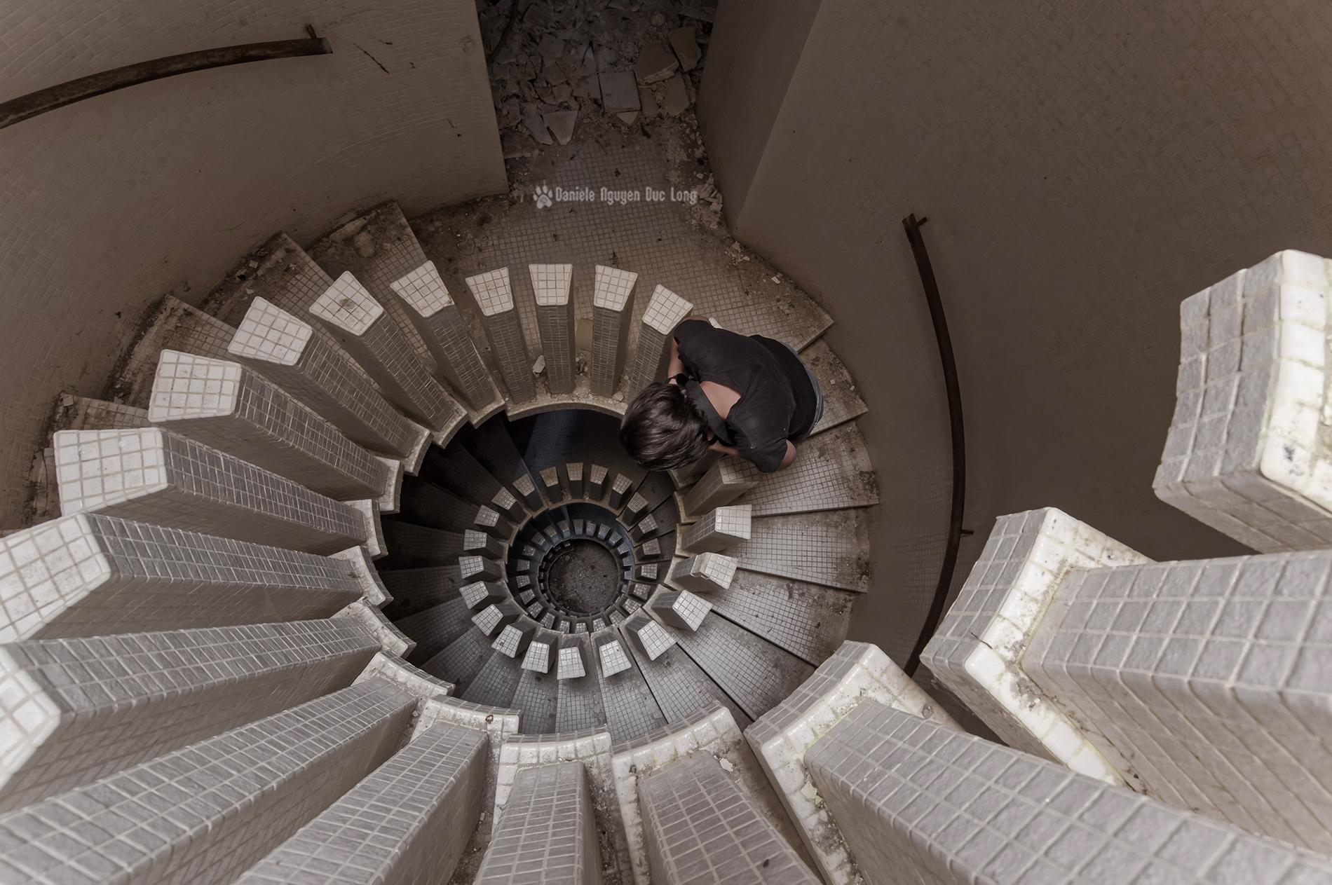 Urbex au manoir colima on et son escalier la tribu d for Ouvre la fenetre translation