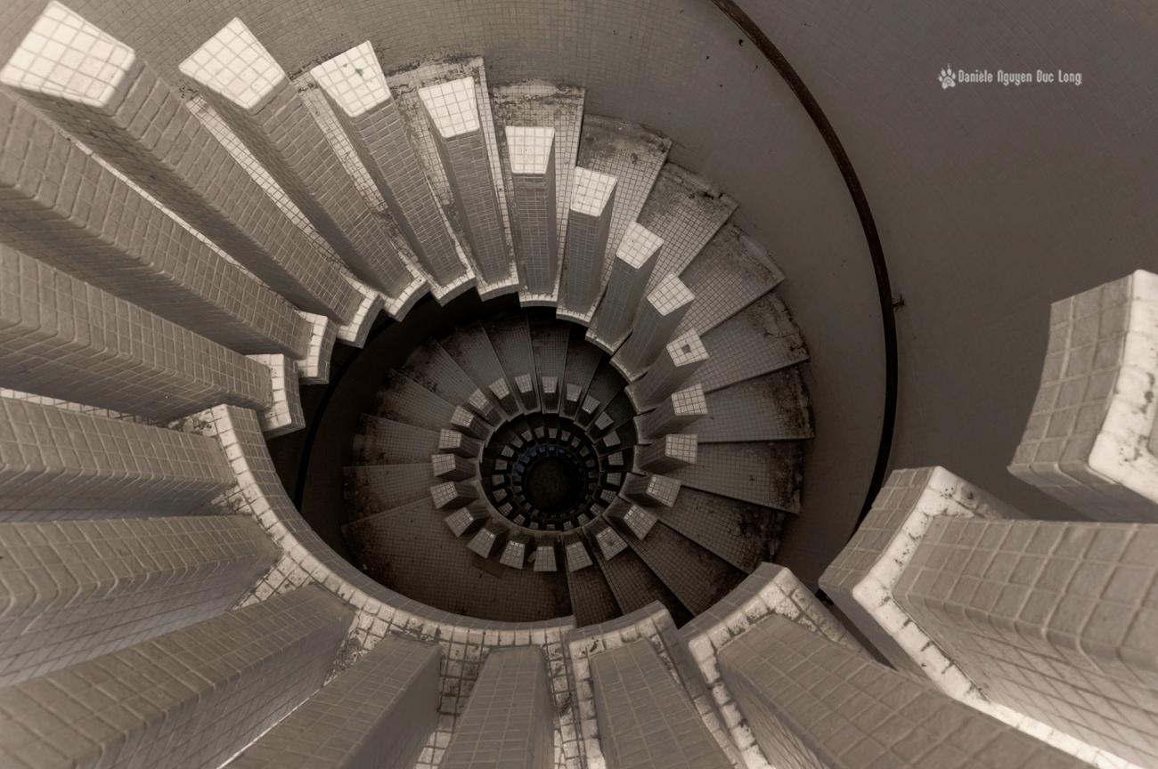 manoir Colimaçon, urbex, exploration urbaine, escalier du manoir Colimaçon