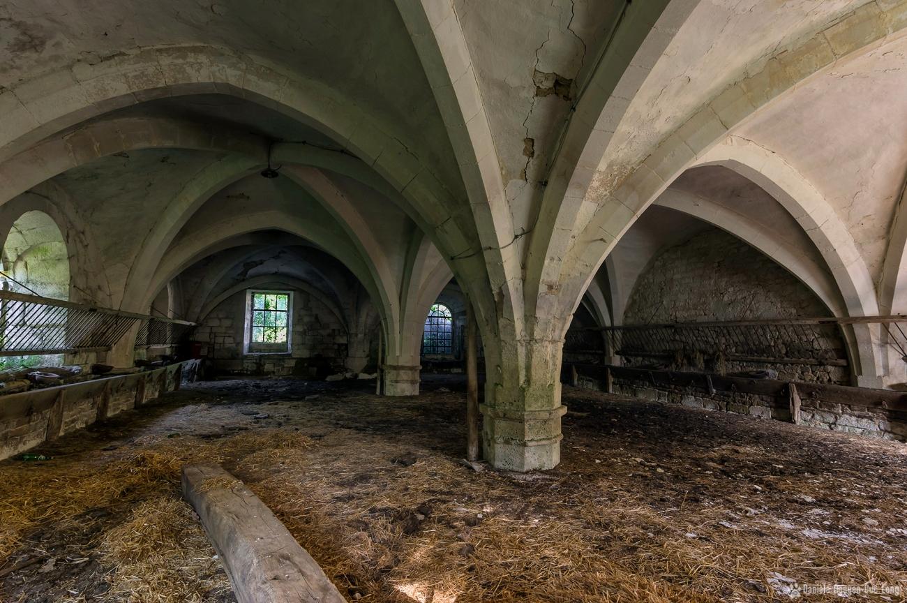 urbex château Stromae église transformée en étable