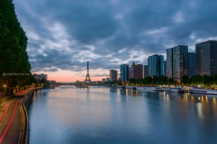 lever de soleil Tour Eiffel et Beaugrennelle depuis le pont Mirabeau 01 copie