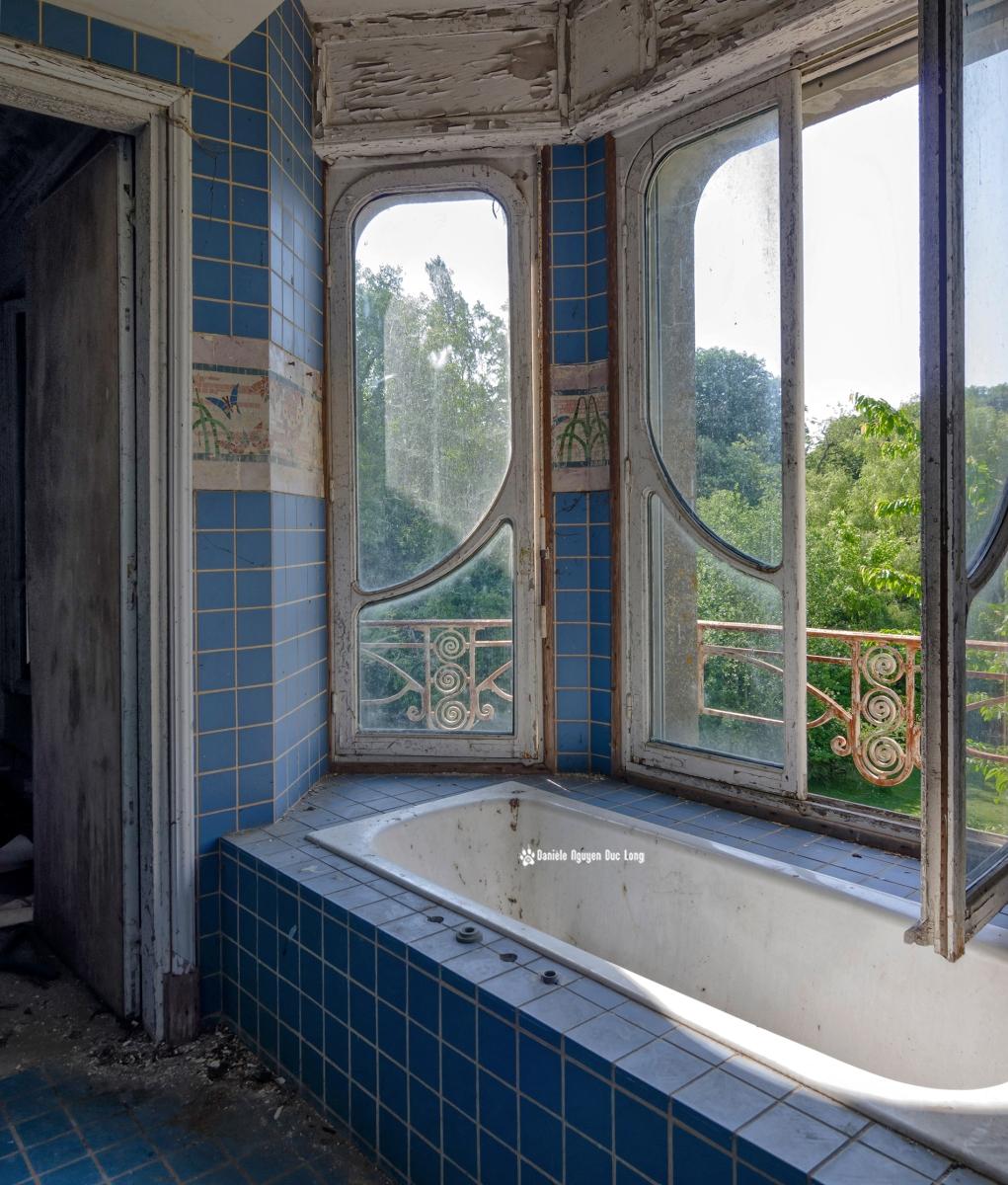 salle de bains manoir colimaçon, urbex, exploration urbaine, manoir Colimaçon