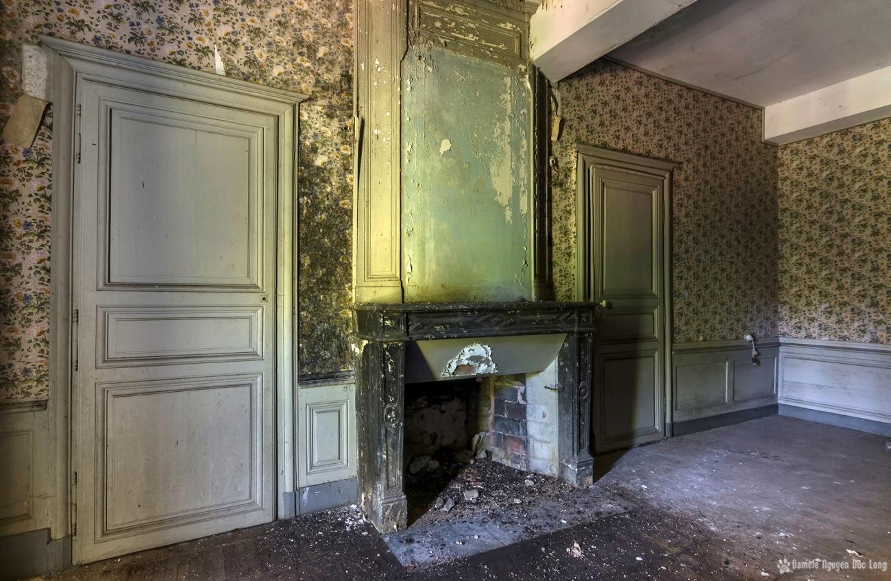 urbex château Stromae chambre à fleurs
