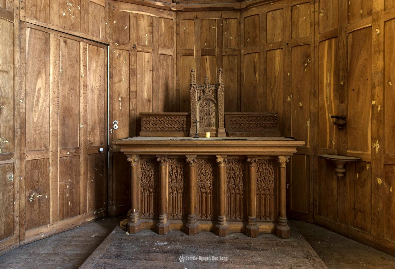 urbex château Stromae chapelle autel