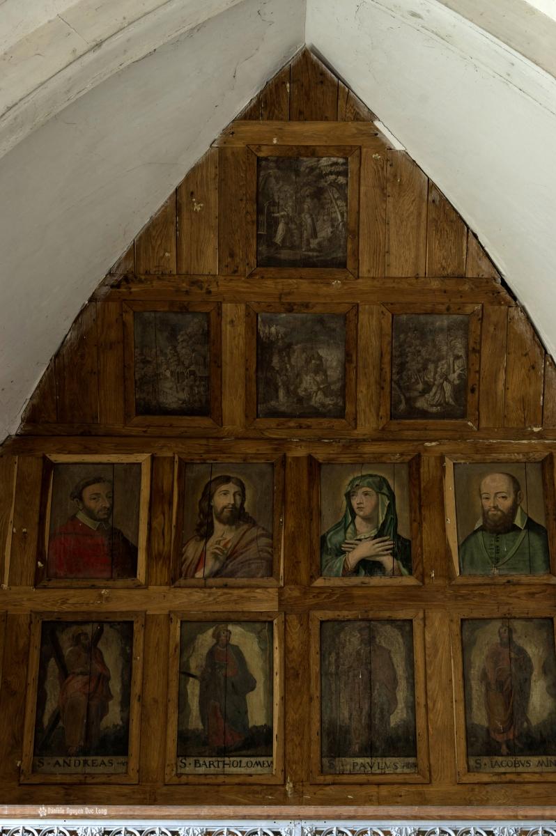 urbex château Stromae chapelle détail boiseries