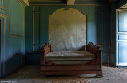 Manoir Stromaé lit chambre bleue_ShiftN copie