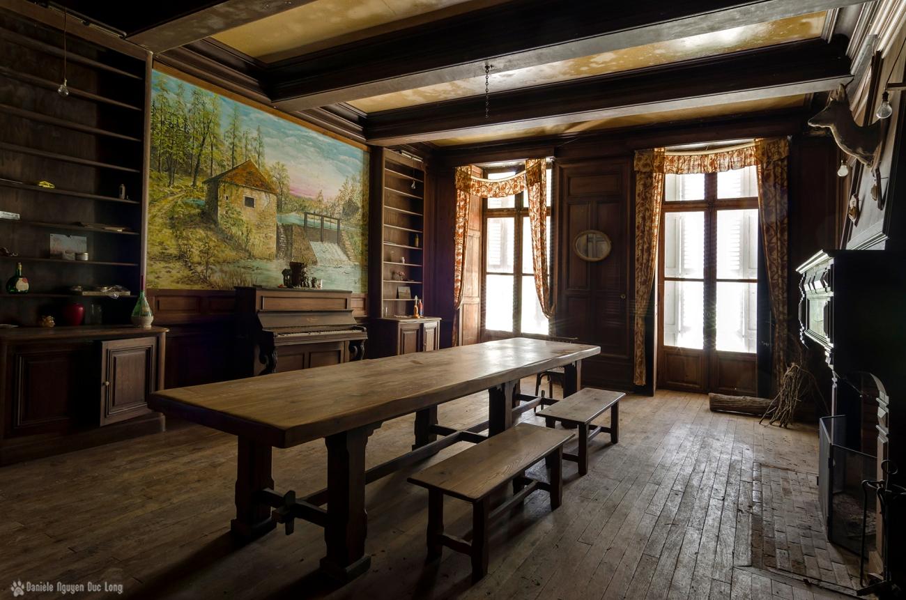 La tribu d 39 anaximandre des photos au fil des jours de for Chateau d ax table de salle a manger