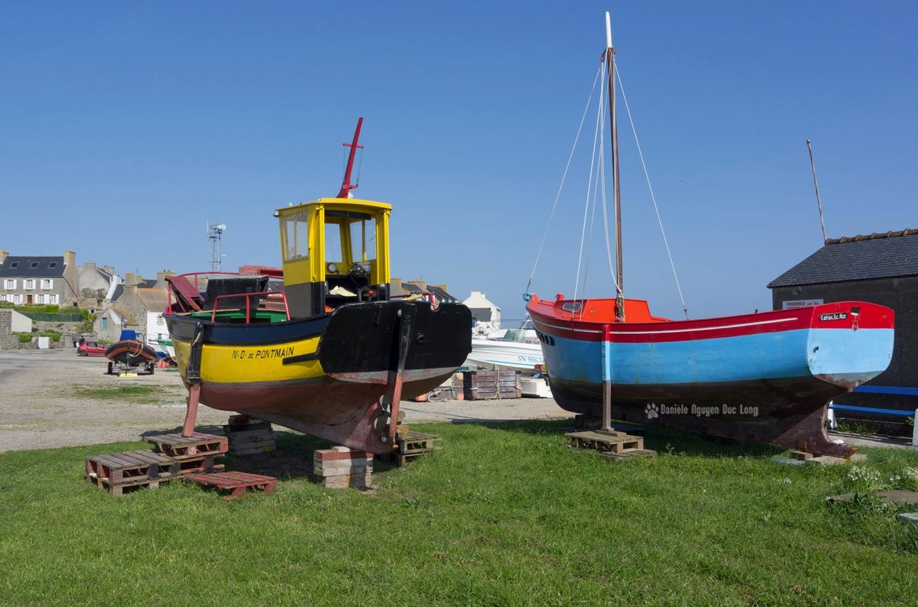 bateaux sur cales au port de Molène