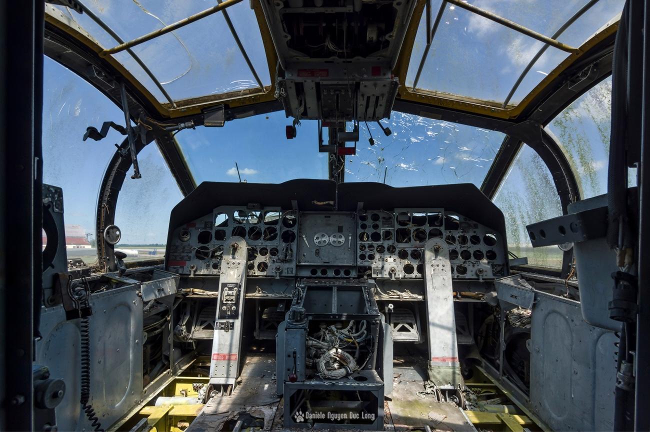 urbex - Top Gun - Planes, cimetière d'avions, Bloch MB175T cabine pilotage
