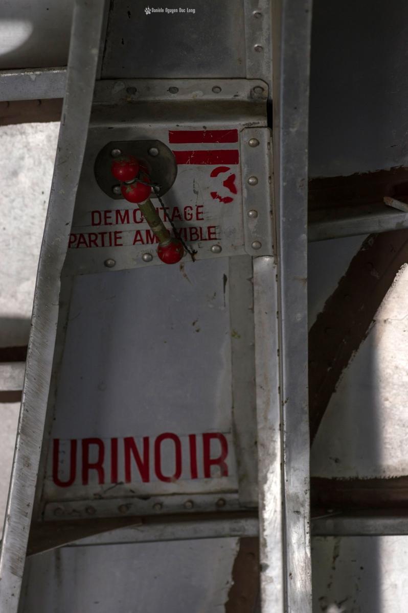 urbex - Top Gun - Planes, cimetière d'avions, cargo, Noratlas, détails dans le fuselage