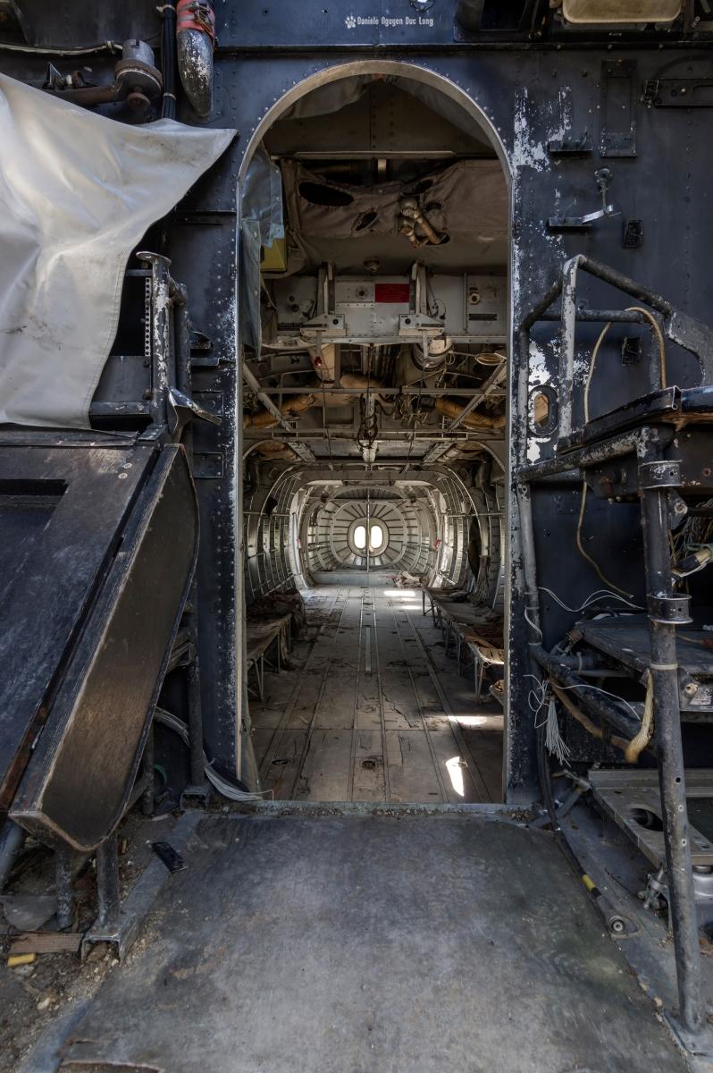 urbex - Top Gun - Planes, cimetière d'avions, cargo, Noratlas, vue fuselage depuis la cabine de pilotage