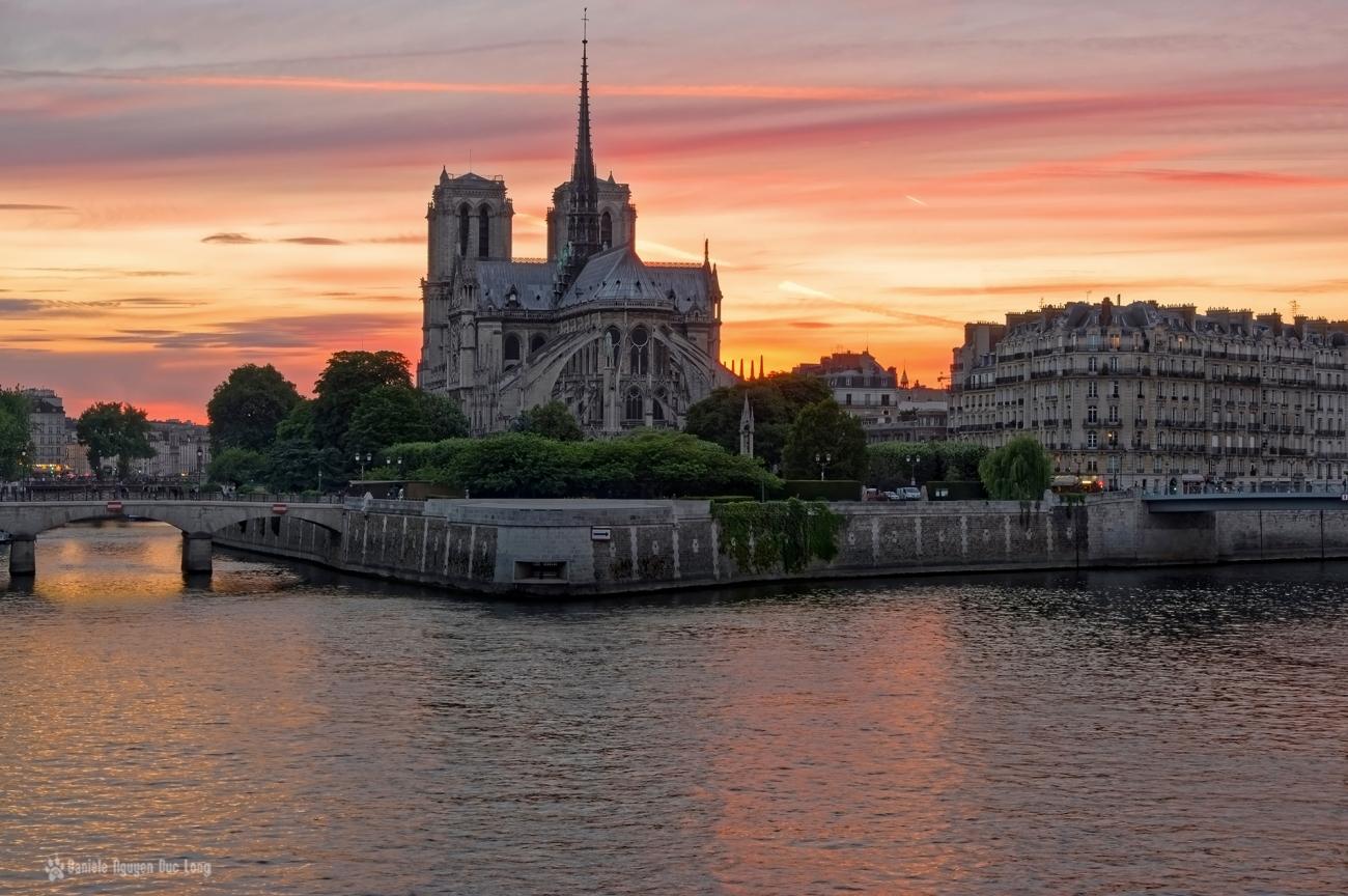 coucher de soleil sur notre Dame de Paris et l'île de la Cité, Paris, coucher de soleil