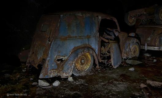 Trésors de Guerre voiture bleue hdr blog copie