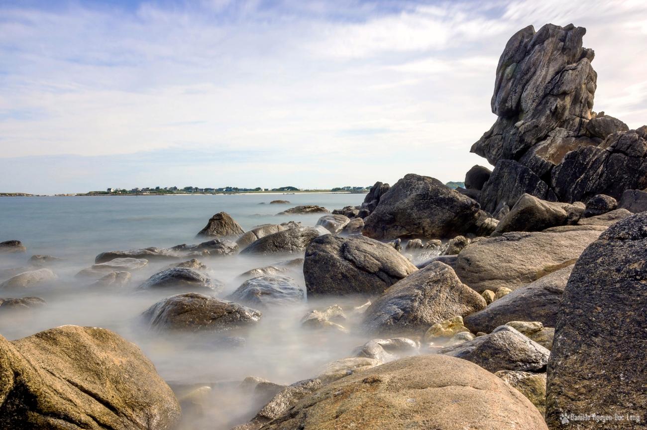 pose longue à Guissény sur mer au bout de la jetée sur les rochers de Enez Croaz-Hent
