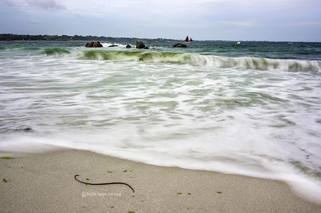 pose lente sur la plage de Neïz -Vran et passage de Brigitte toutes voiles dehors, Kerlouan, Finistère, Bretagne
