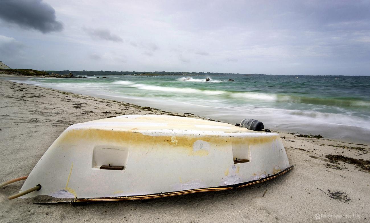 pose lente sur la plage de Neïz -Vran et annexe blanche, Kerlouan, Finistère, Bretagne