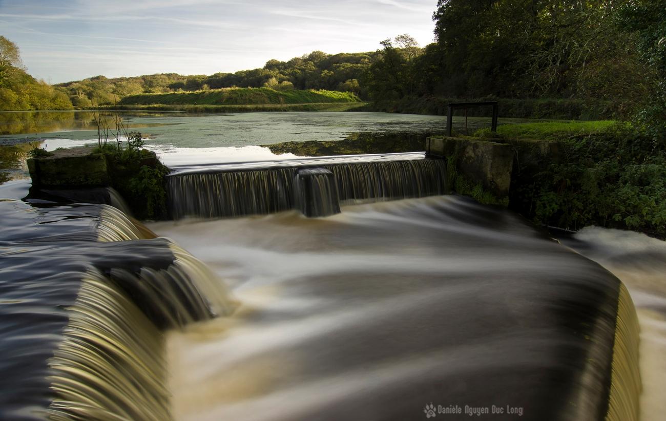 Moulin Neuf à Kernilis, écluse et déversoir, pose lente, Bretagne, Finistère, Aber Wrac'h