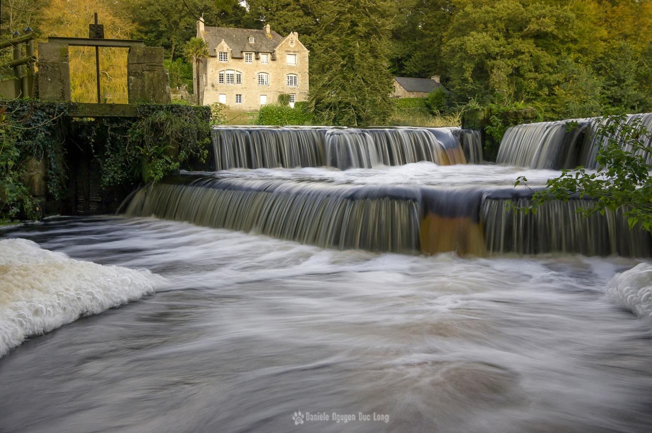 Moulin Neuf à Kernilis, écluse et déversoir, pose lente, Bretagne, Finistère