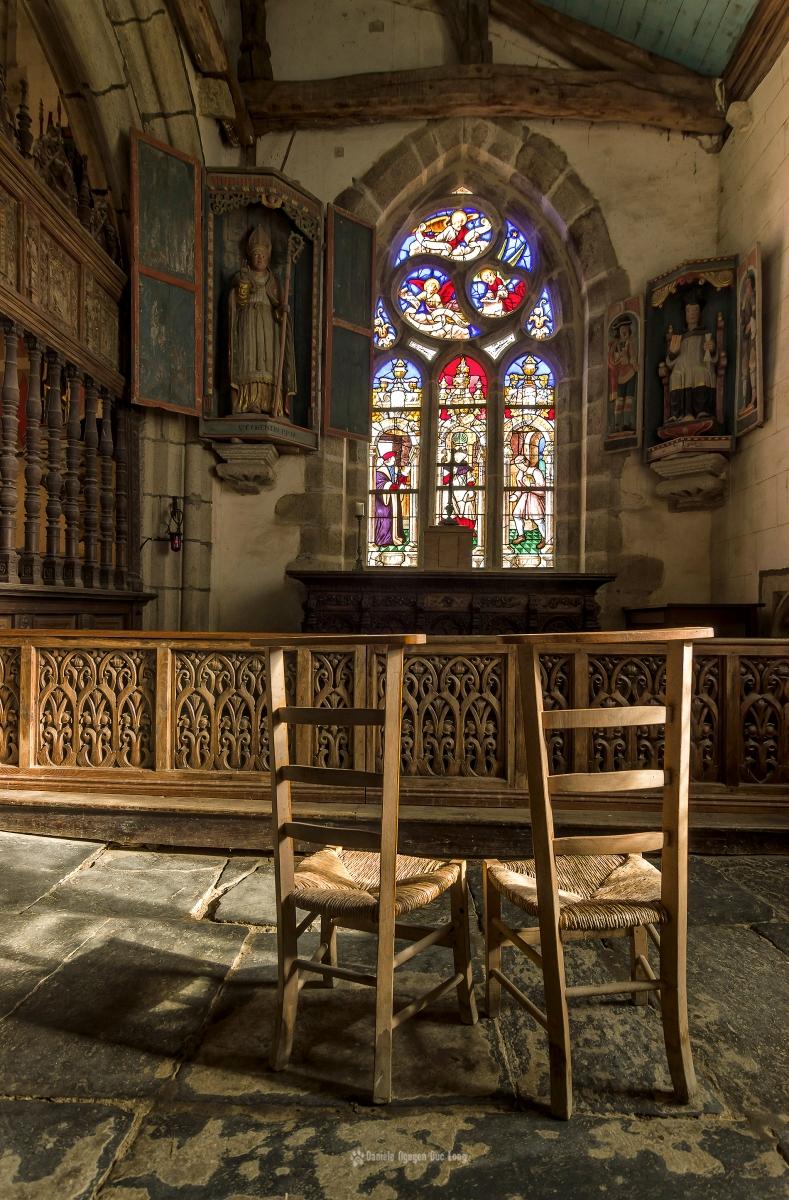 Vitrail et chapelle latérale droite