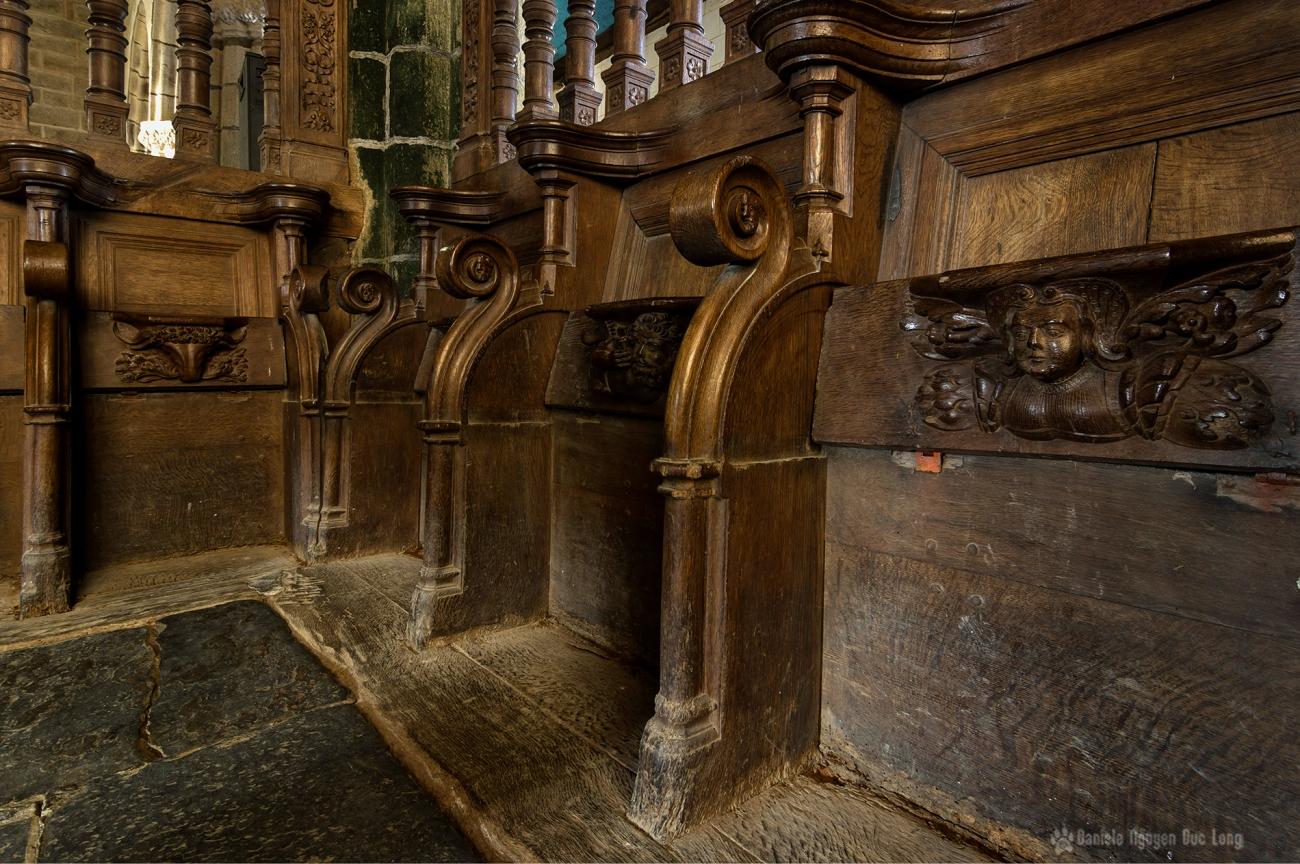 Stalle du XVIe avec miséricorde sculptée