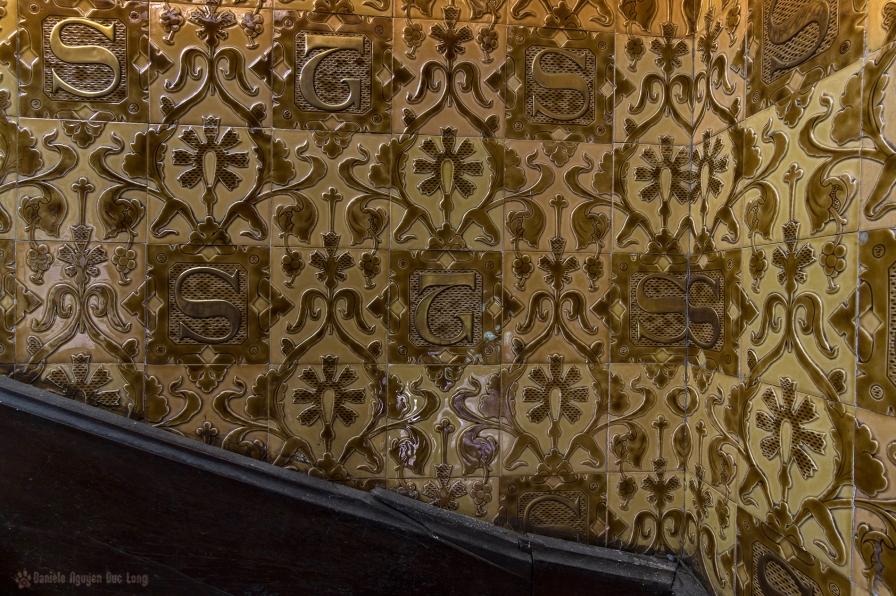 urbex château Gargouilles détail carrelage escalier copie