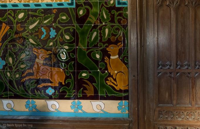 urbex château Gargouilles détail fresque carrelage escalier copie