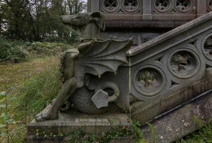 urbex château gargouilles dragon tête de chien kerir copie