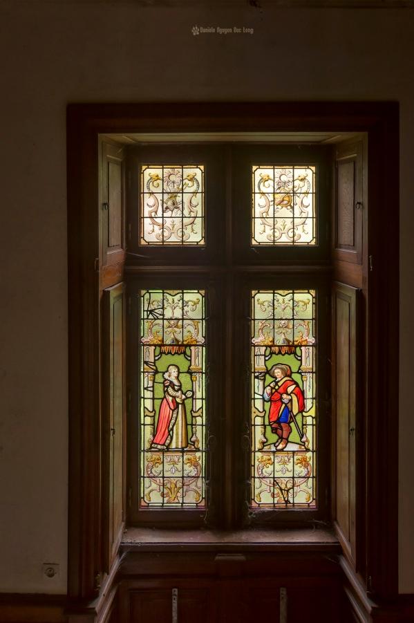 urbex château gargouilles vitrail chambre copie