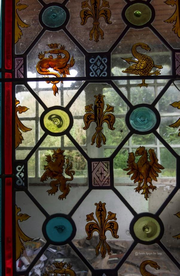 urbex château gargouilles vitraux copie