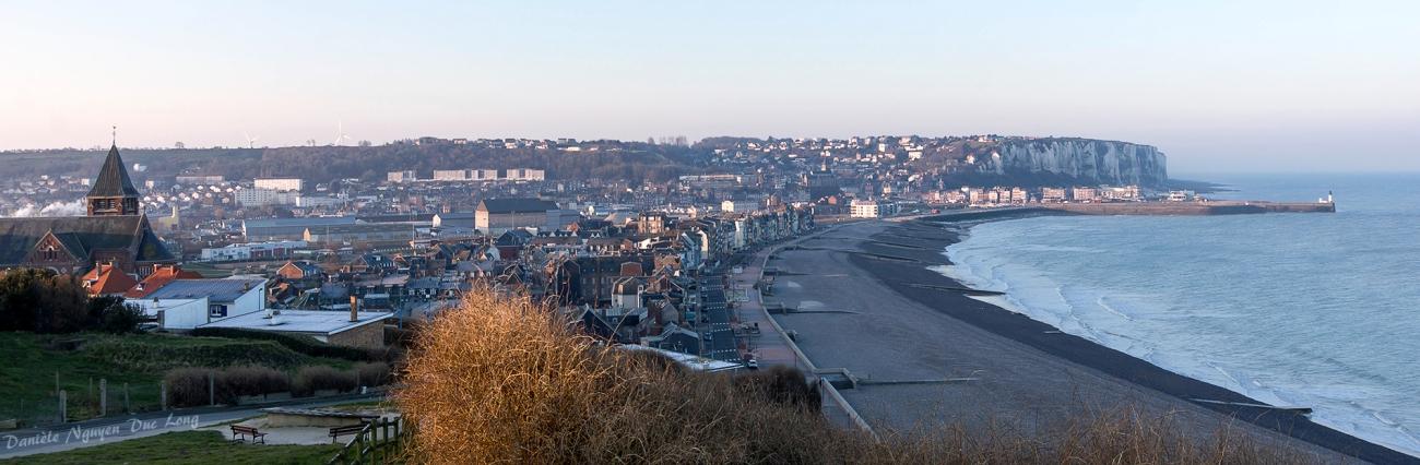 vue sur Mers-les-Bains et le Tréport un matin de bonne heure, depuis ND de la Garde, Picardie, Hauts-de-France